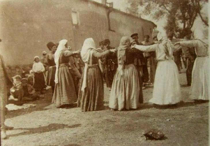 armenian women dancing